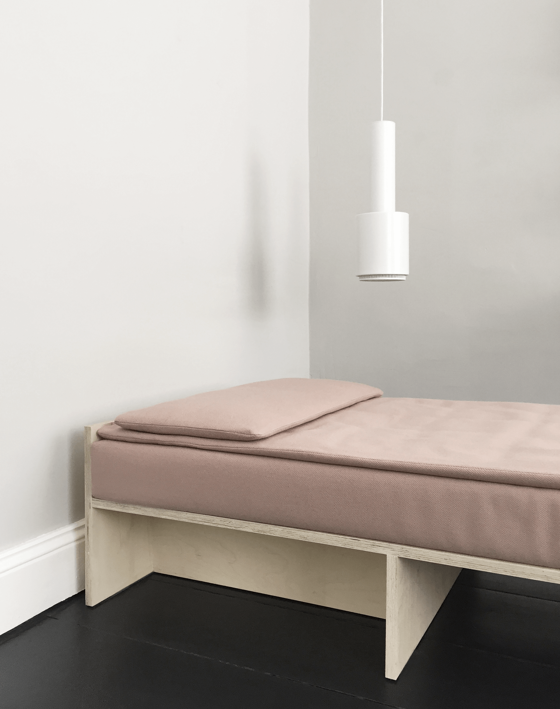 daybed-donald-hoch1-thomsen-fluo